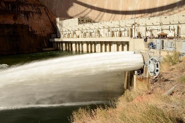 Glen Canyon Dam high flow experiment