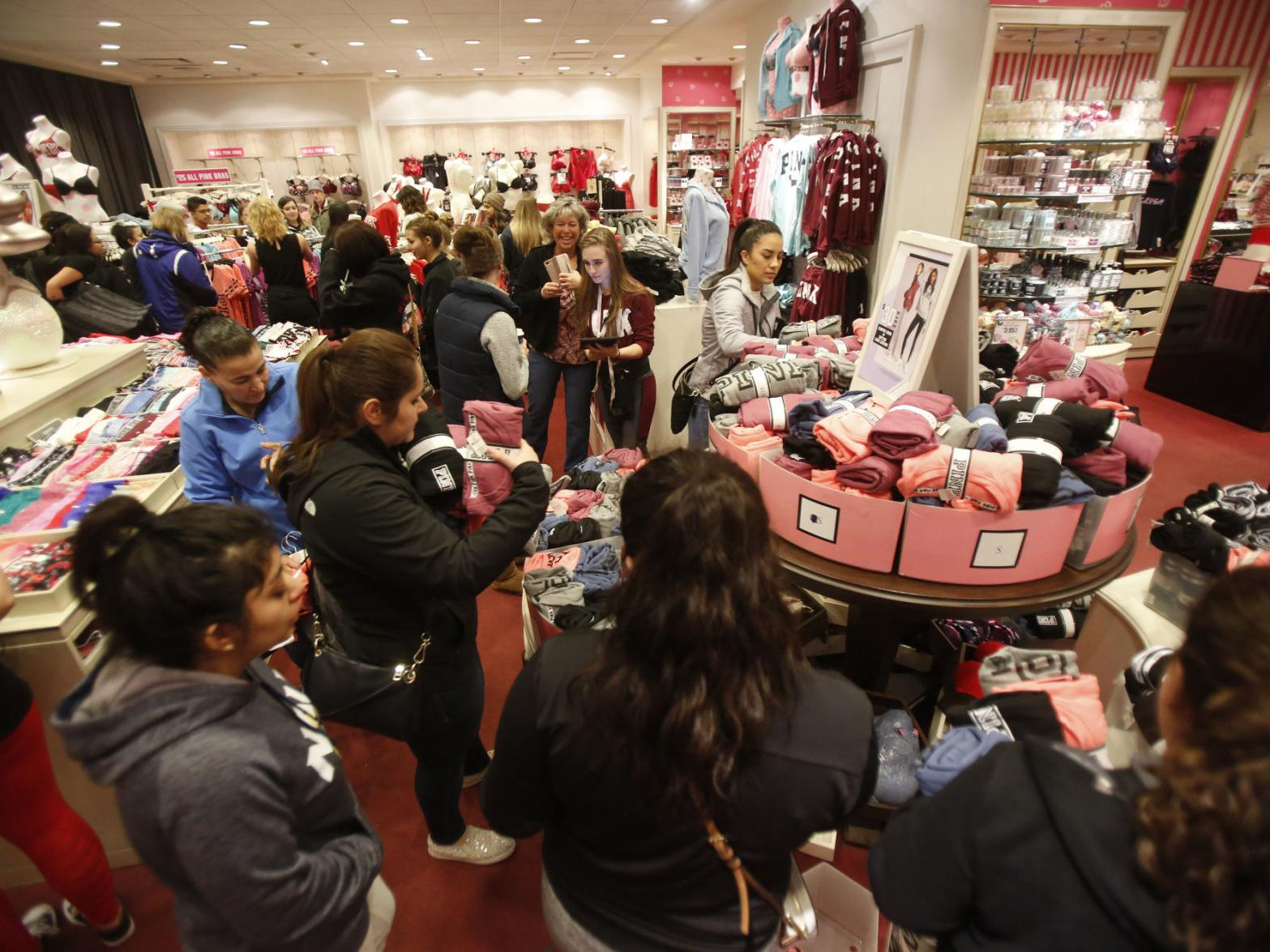 Flagstaff Shoppers Scope Out Local Black Friday Deals Local Azdailysun Com