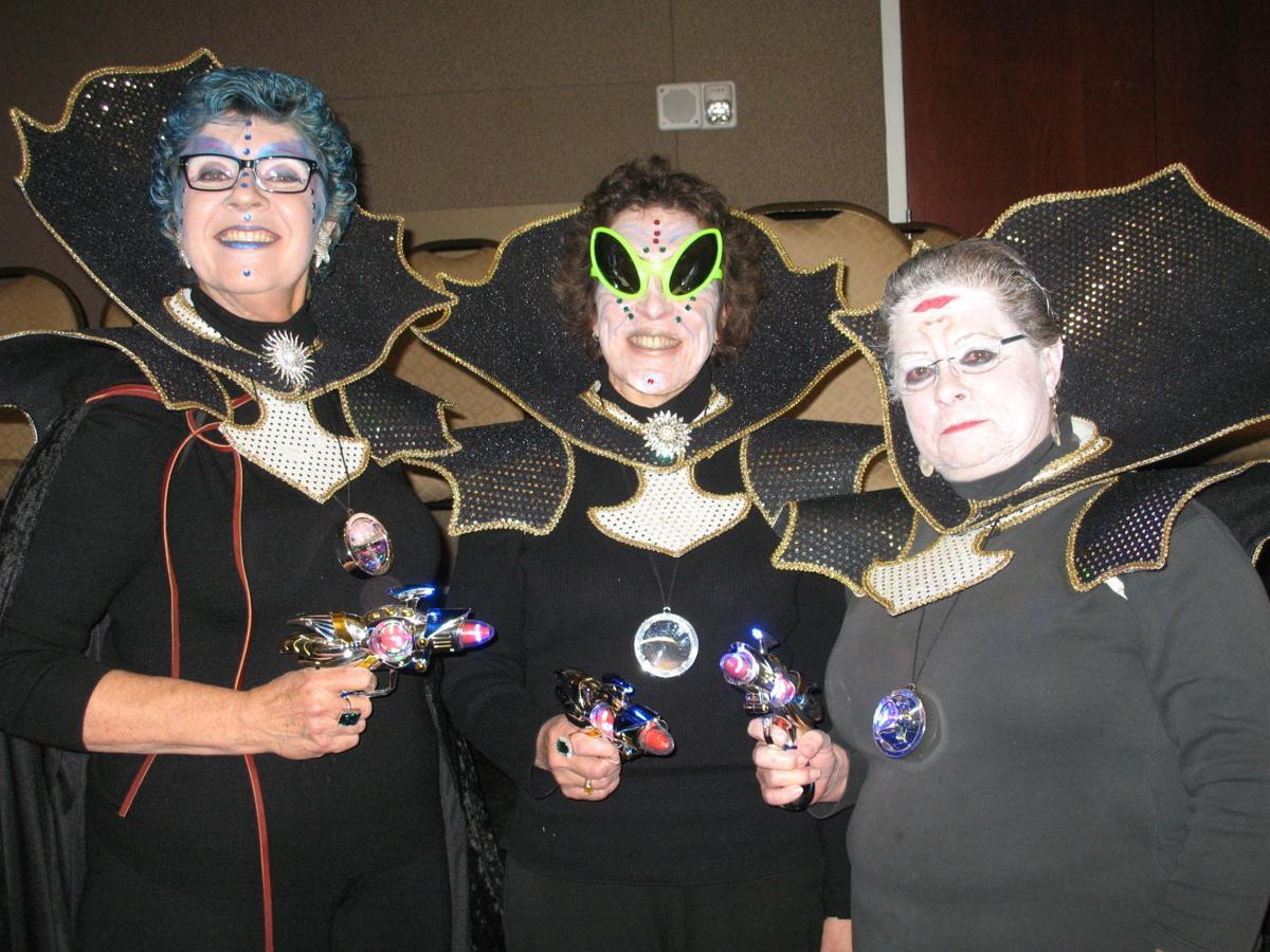 alien nerdettes