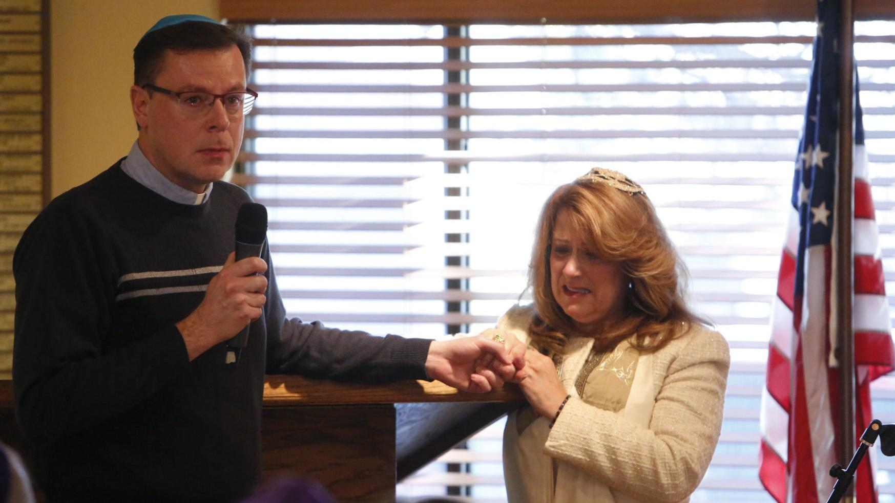 Flagstaff religious groups unify to pay respect to Jewish shooting victims