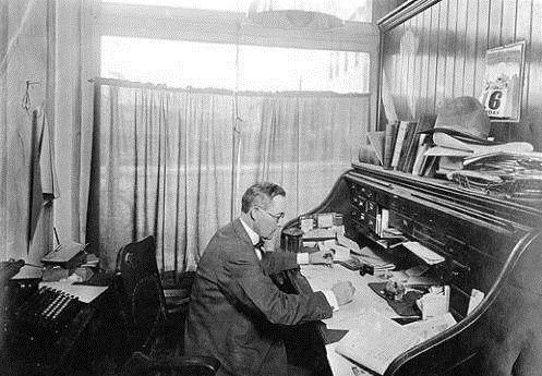 Fred_Breen_in_Coconino_Sun_newspaper_office