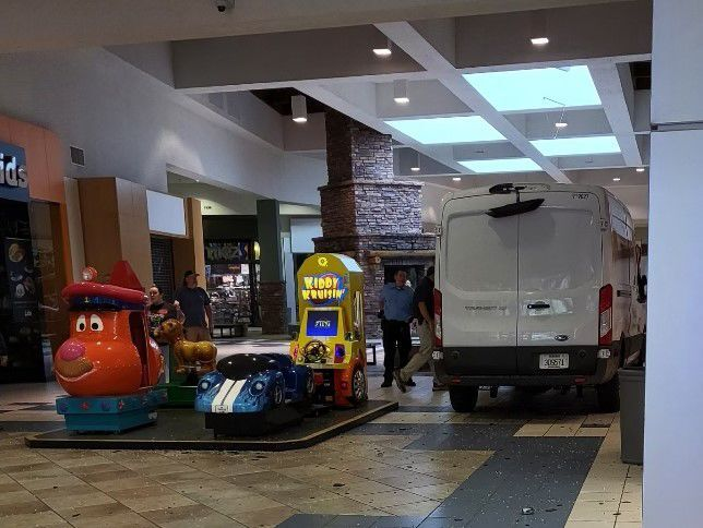 Flagstaff Mall vehicle collision