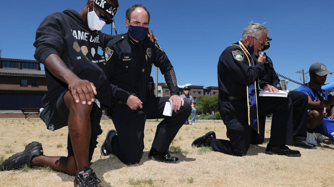 Flagstaff Chief of Police Treadway kneels, speaks with protesters