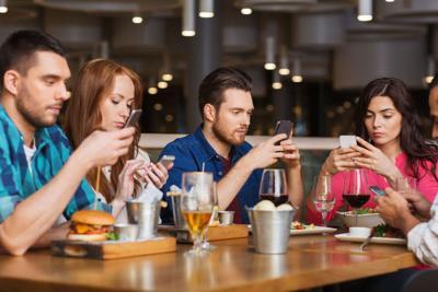 LIFE FAM-SMARTPHONE-RELATIONSHIPS TB