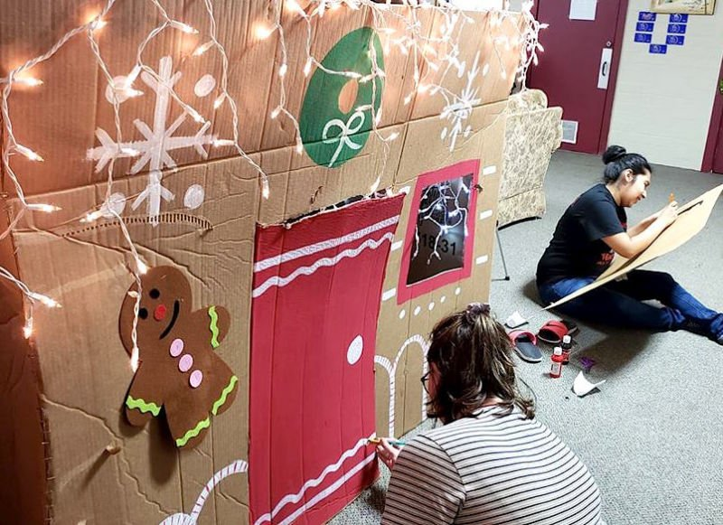 Gingerbread House Decorating Party at E4E2