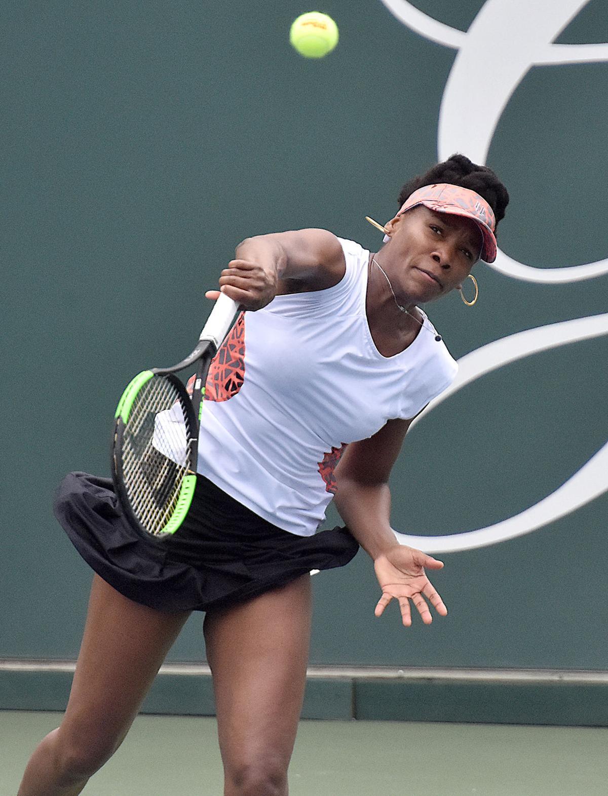 Venus Williams Martina Hingis mix it up at Greenbrier