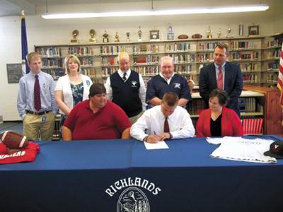 Horton signing