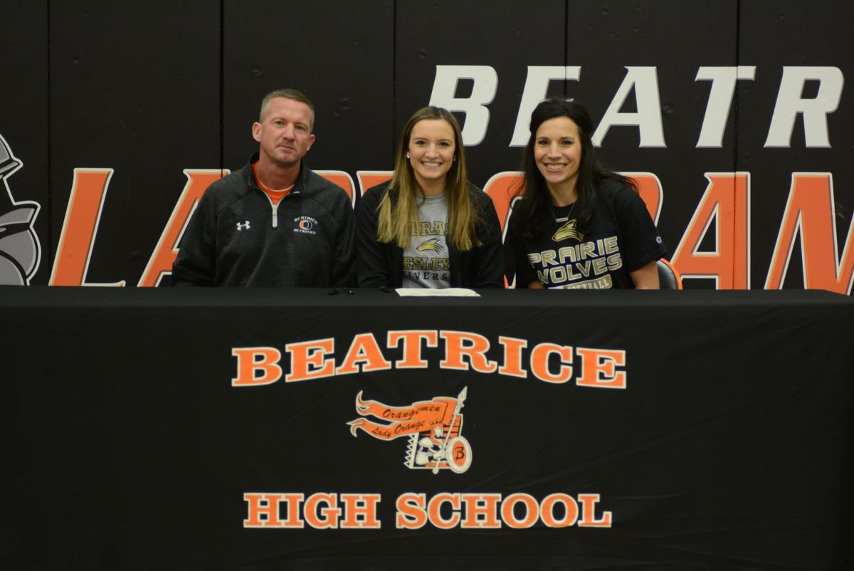 Hannah Lytle signing
