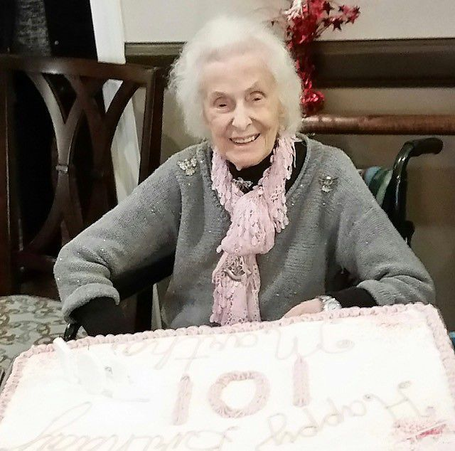 Martha Thomas celebrates 101st 1.jpg