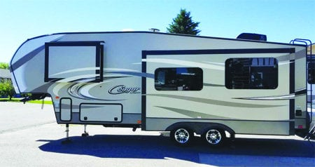 2016 Couger 279RKSWE fifth wheel: Rear kitchen, 2 slides, auto