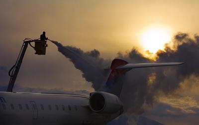 de-ice plane airport