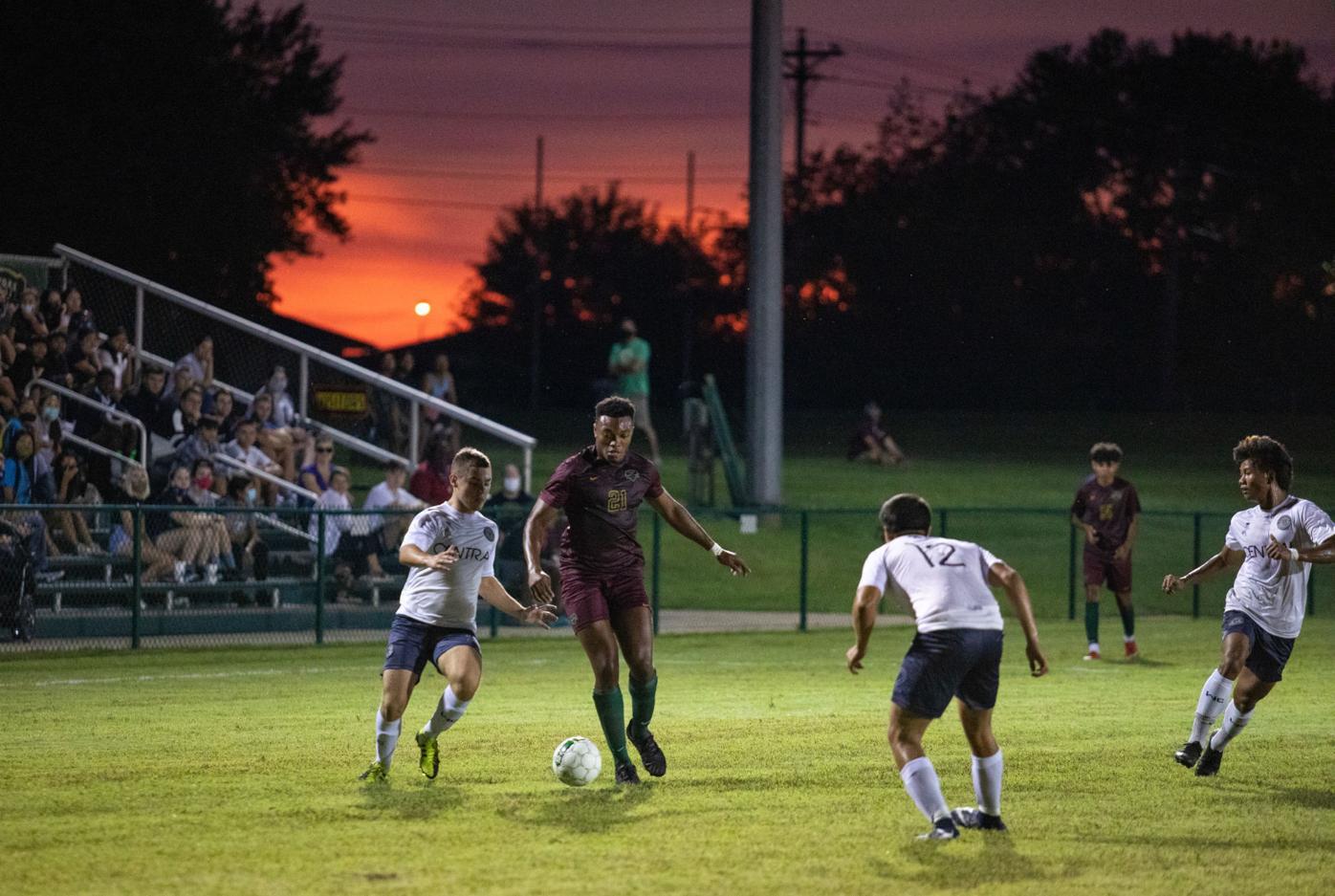 Sports_boysprepsoccer091120-2.jpg