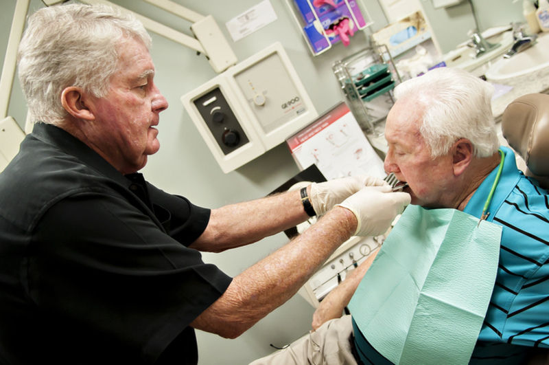 Dentist: Mouthpiece may help symptoms of Parkinson's