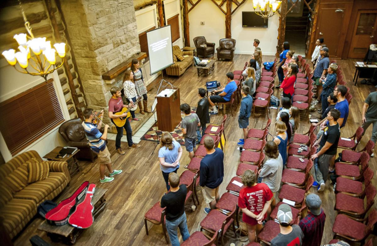 Fellowship group reaches out to college students