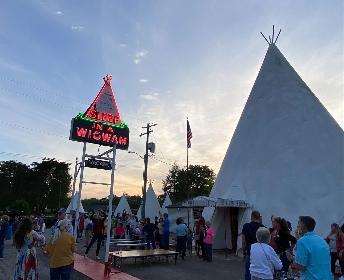 Historic Wigwam Village celebrates restoration of iconic sign