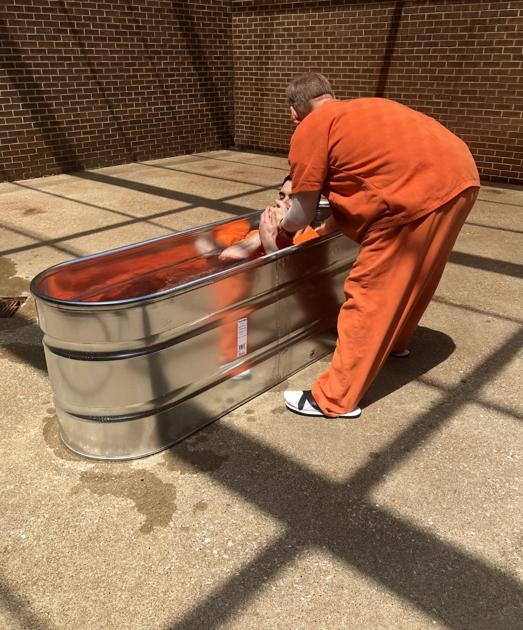 Two Warren County jail inmates are baptized | | bgdailynews com