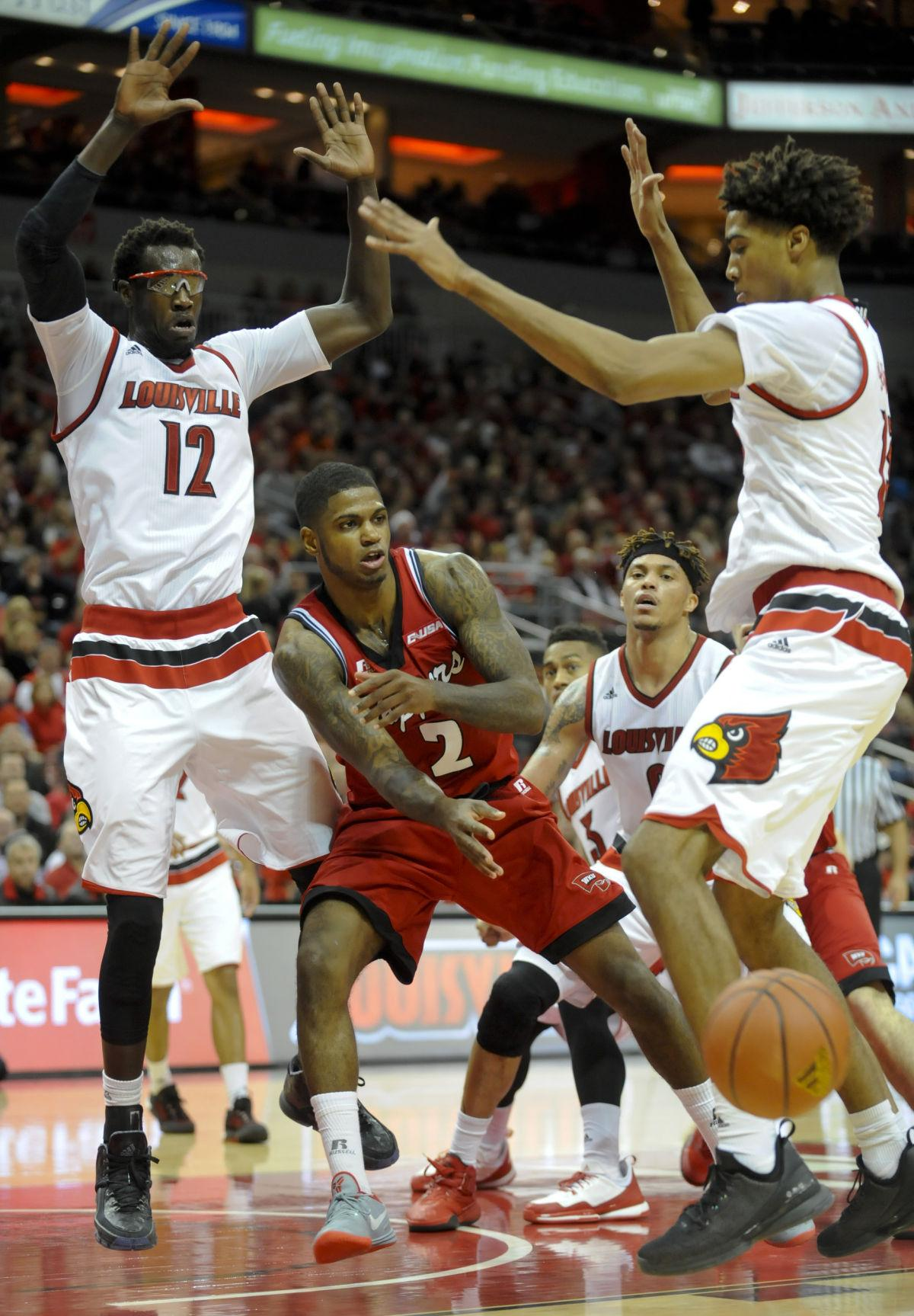 SLIDE SHOW: Hilltoppers fall to Louisville Cardinals 78-56 ...