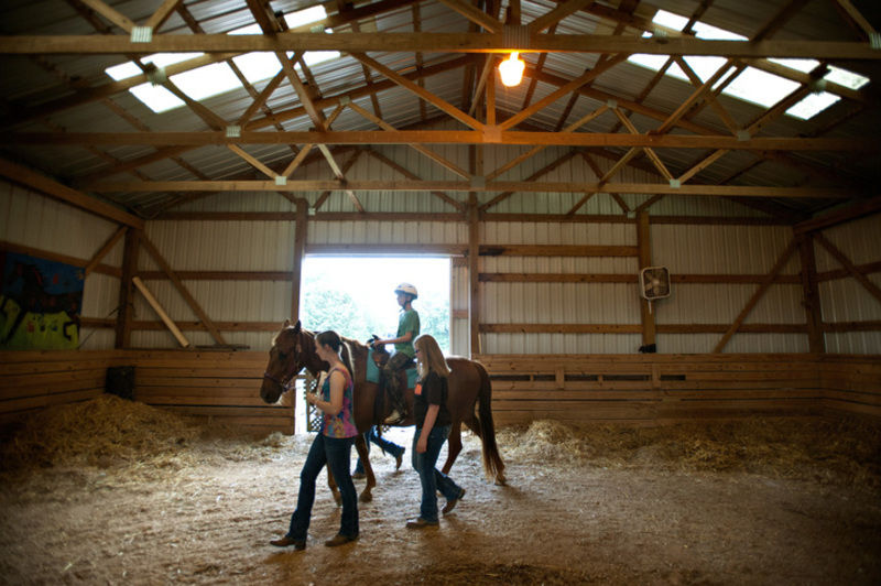 Kids with autism bond with horses at area riding academy