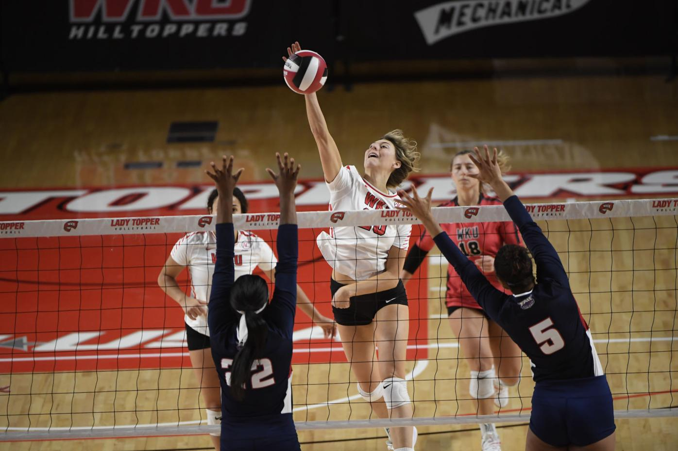 NCAA Women's Volleyball 2021: FAU vs WKU