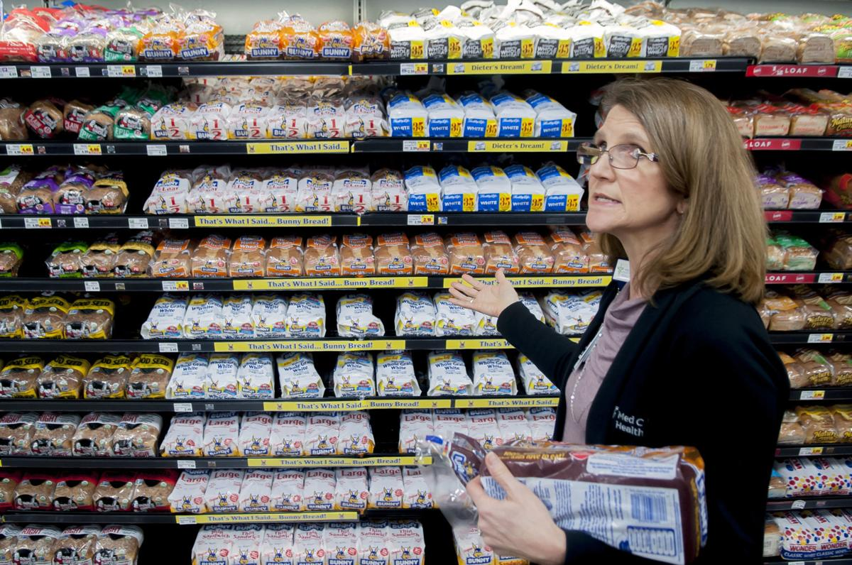 Medical Center dietician grocery shops with clients