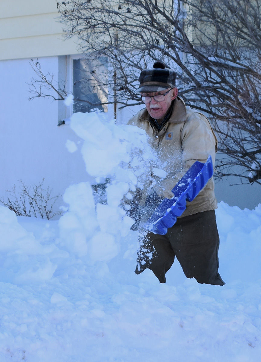 Hills residents dig out from Thanksgiving weekend blizzard