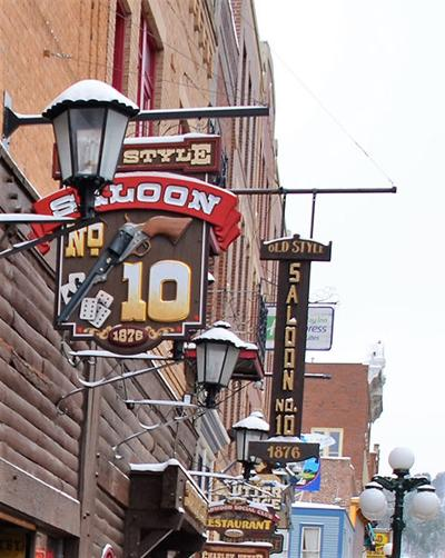 Saloon No. 10 owner shoots back at Dept. of Health for naming business where COVID-19-infected were employed