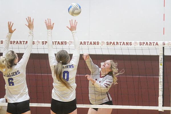 Spearfish volleyball team falls to STM in 5-game marathon