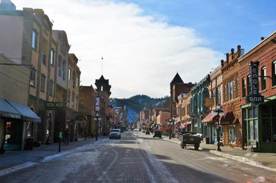 Deadwood mayor calls for voluntary closures