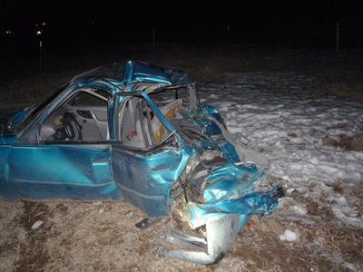 2 injured in hit and run crash
