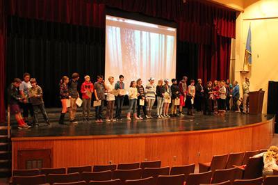 Spearfish 7th graders celebrate DARE graduation
