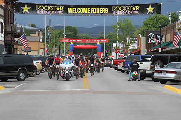 100 riders face rough weather to compete in Mountain Bike Series