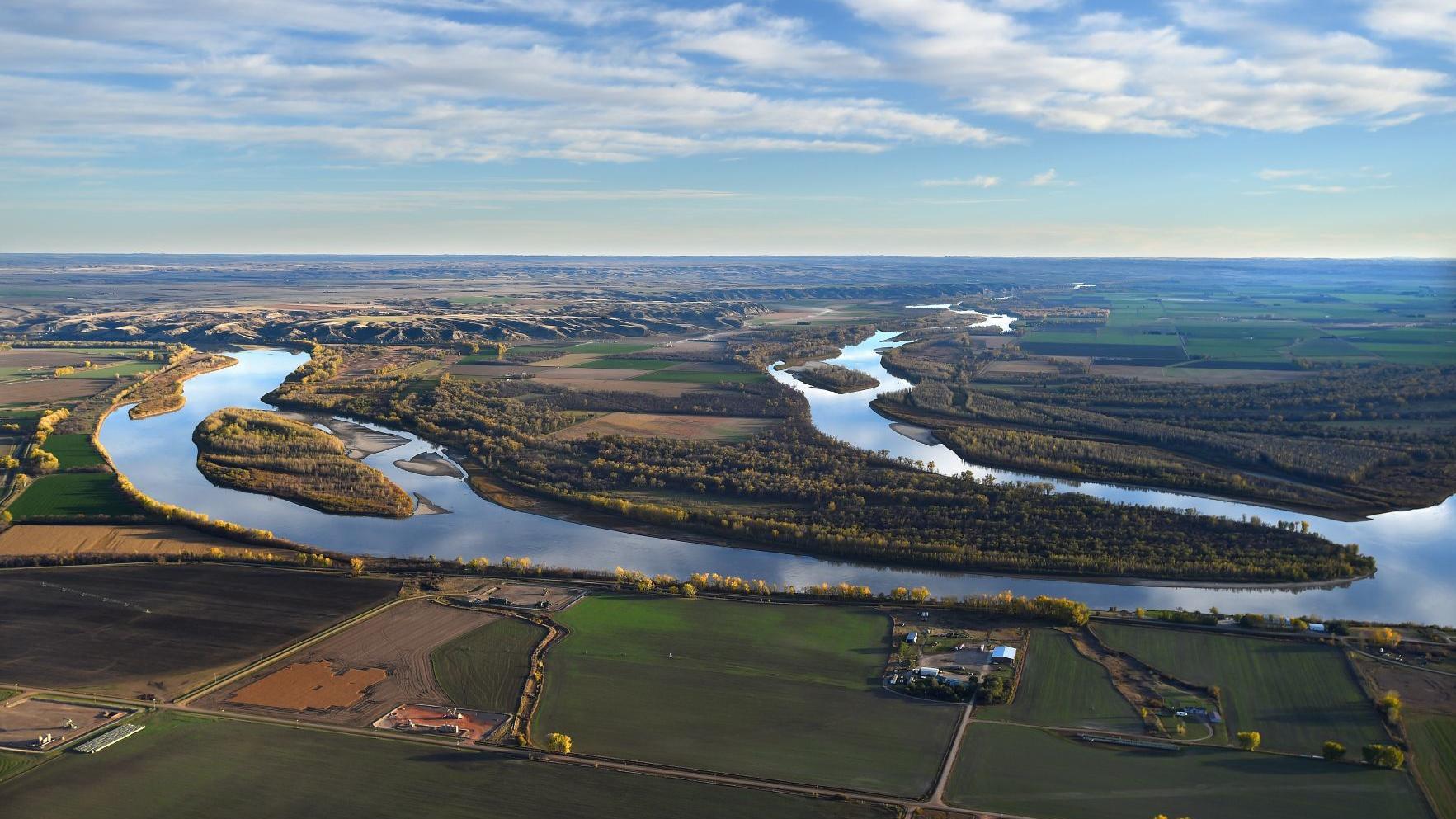 North Dakota pipeline leak spills into Missouri River tributary