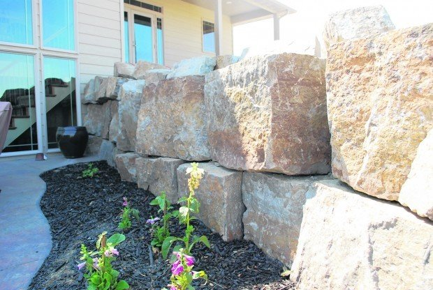 Building your own custom retaining wall