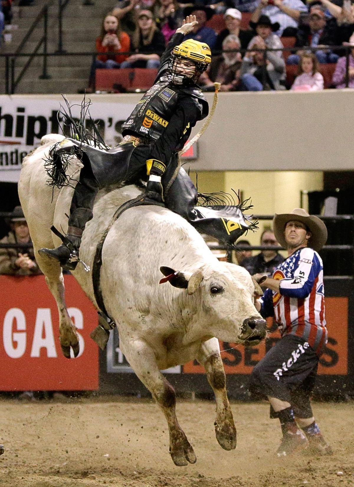Jess Lockwood rides Mi Vida Loca
