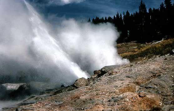 Ledge geyser
