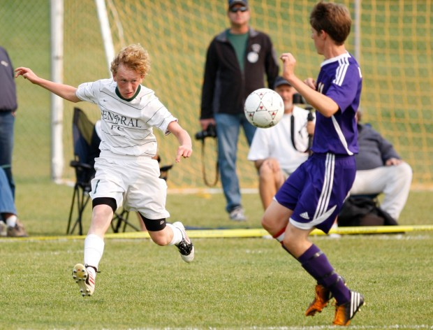 Central's Pat Comstock passes the ball