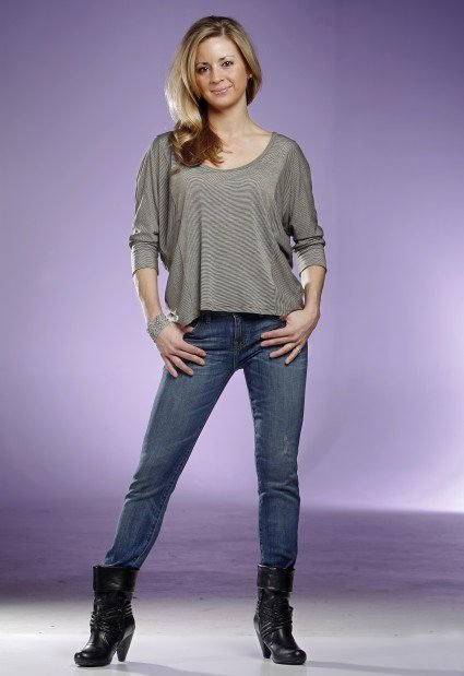 Cortney Johns goes casual with skinny jeans
