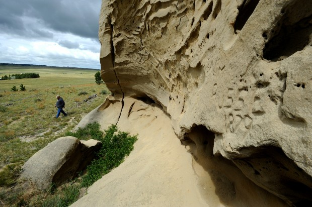 Tim Urbaniak tours sandstone petroglyphs