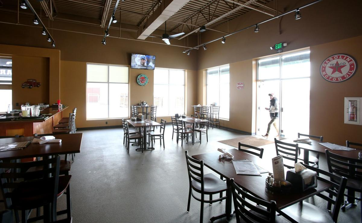 Cjs Bar Grill Opens Pizzeria Next Door In Old Cartridge World