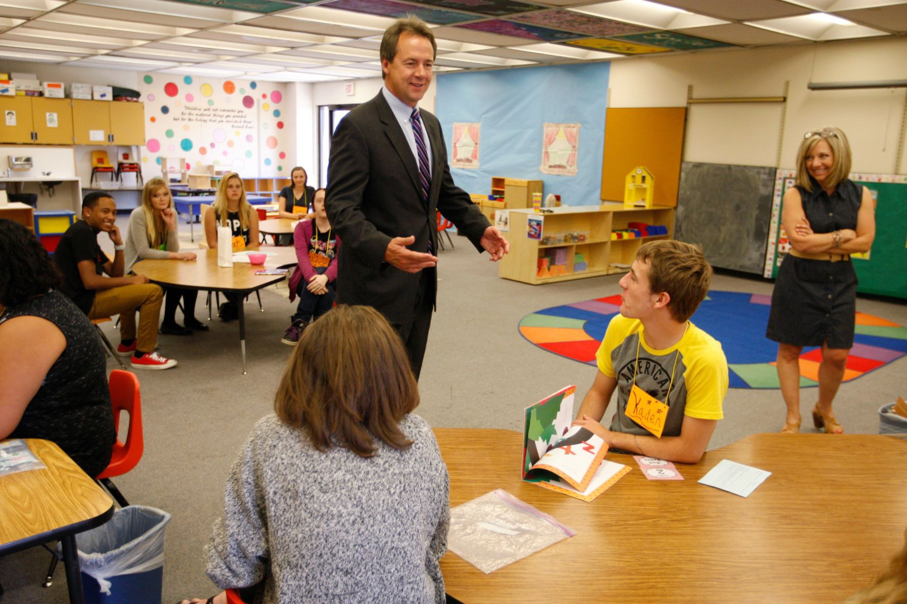 Governor Steve Bullock talks with students