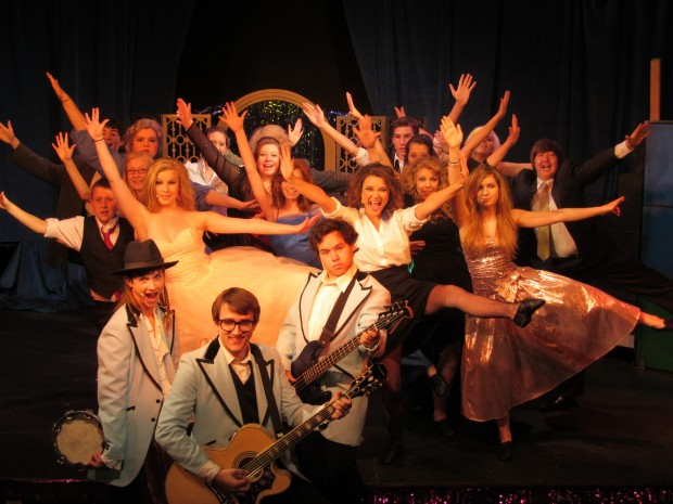Cast of 'The Wedding Singer' at Venture Theatre