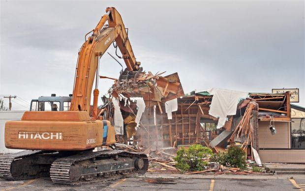 Demolition continues 910 Grand