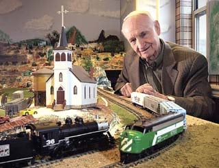 Retirees will 'tour' valley by model train