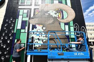 Photo: Graduates paint class mural