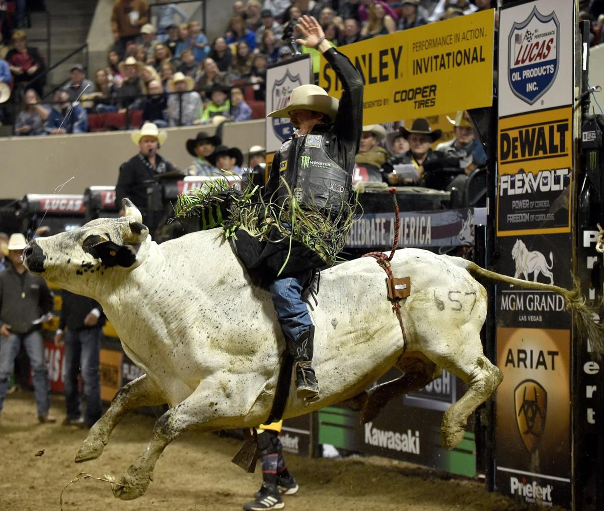 452871efc5fbb J.B. Mauney wins Billings Professional Bull Riders event a second time