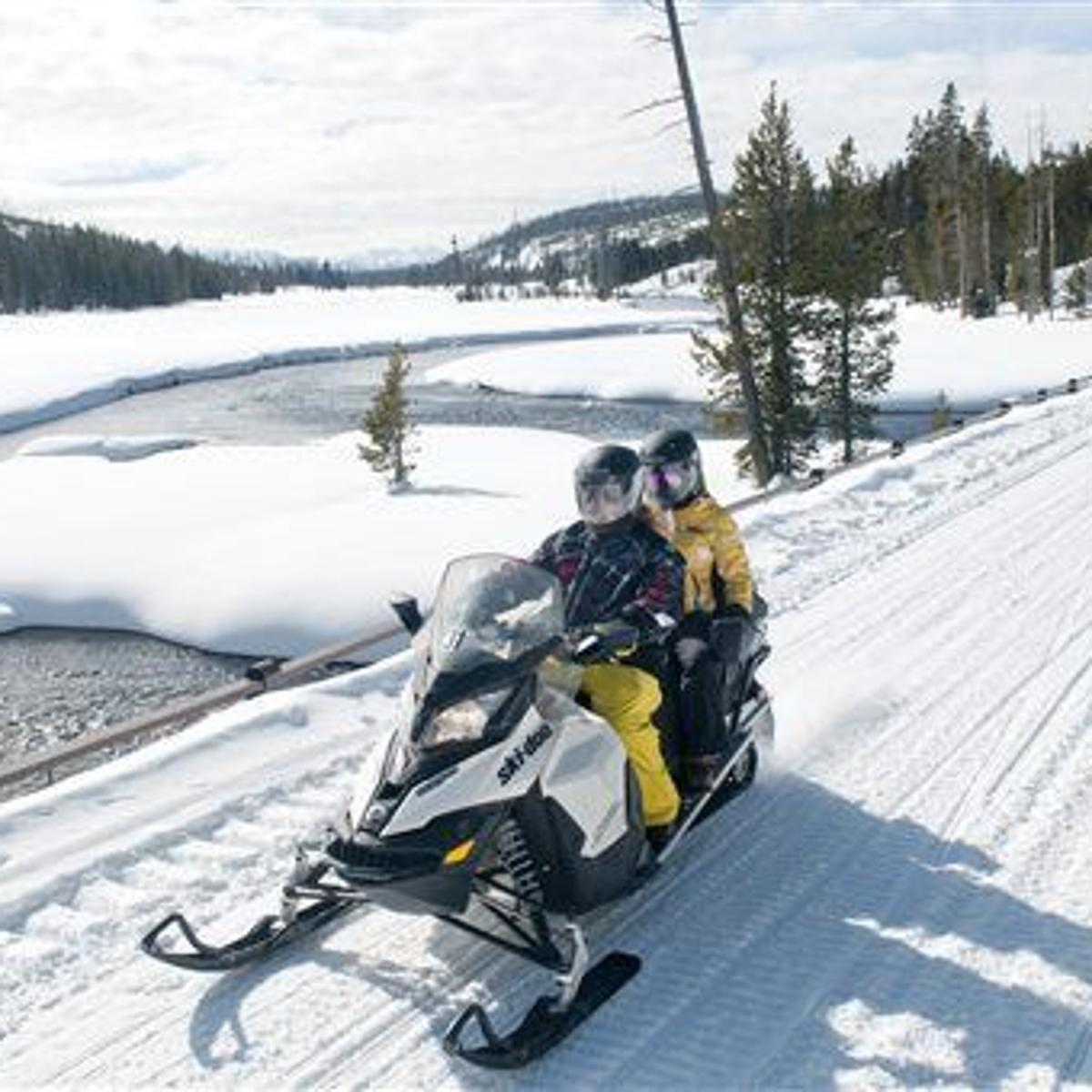 Self Guided Snowmobiling In Yellowstone Is A Success According To Park Officials Montana News Billingsgazette Com