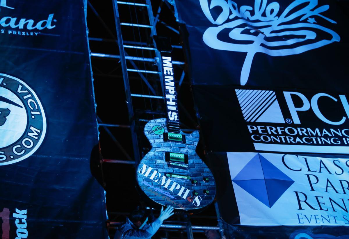 Hard Rock Cafe  Winds