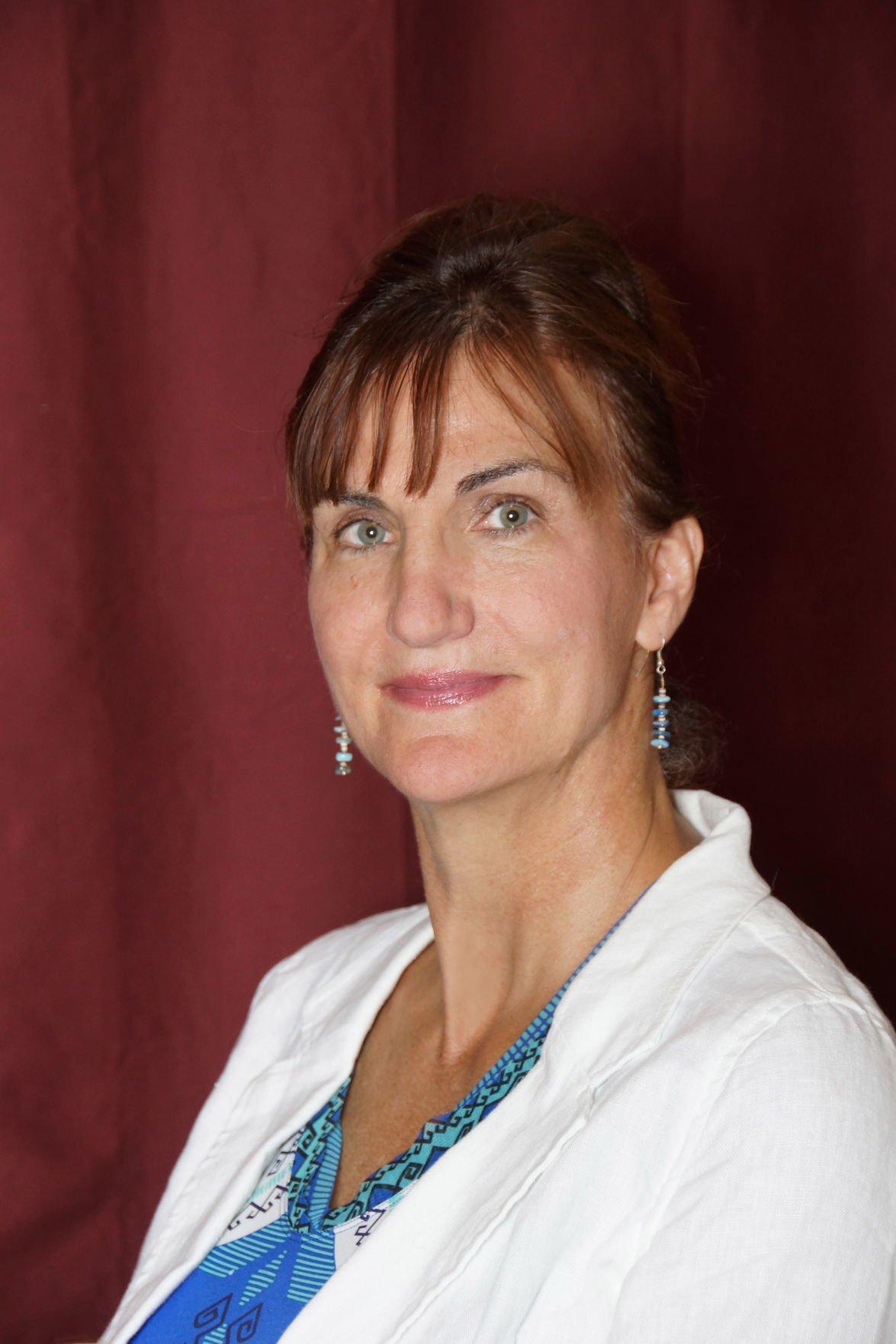Elaine J Labach