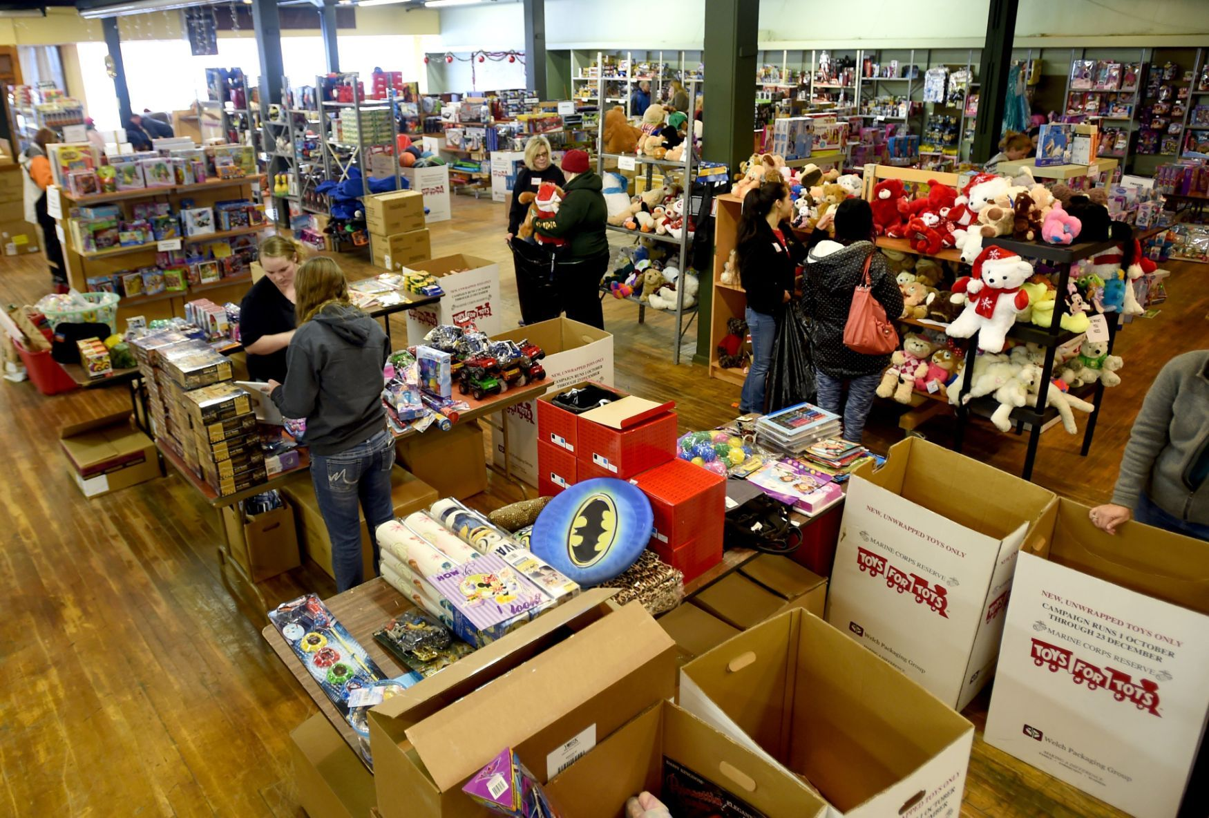 Toys For Tots Volunteer : Toys for tots serving a record number of families local