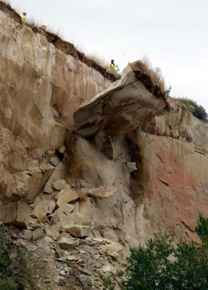 Crews remove 200-ton slab of unstable rock from the Rims above Billings neighborhood